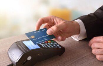 Karta kredytowa a karta płatnicza